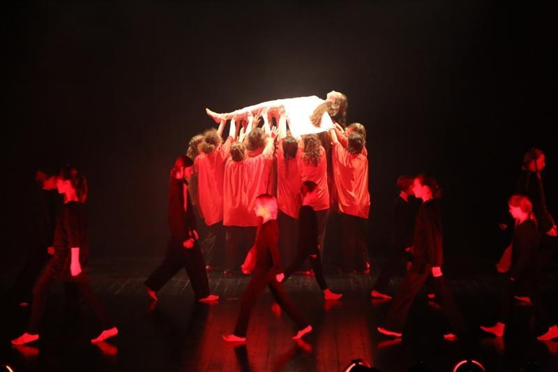 Świetny występ pracowni tańca współczesnego