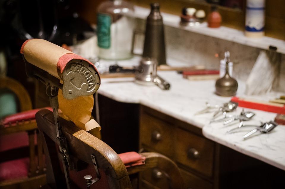 Nie tylko dla klienta, czyli na co patrzeć przy wyborze fotela fryzjerskiego