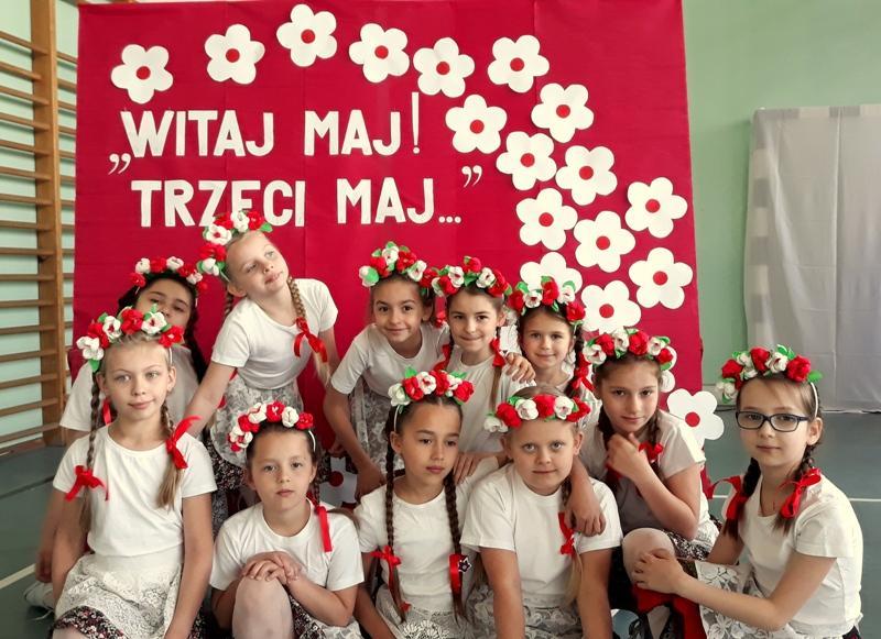 """Apel  zokazji """"Święta Konstytucji 3 Maja"""" wSP nr 3"""