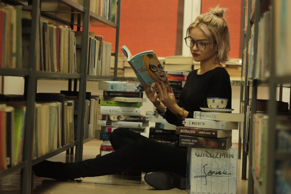 Góra książek wZSHiU