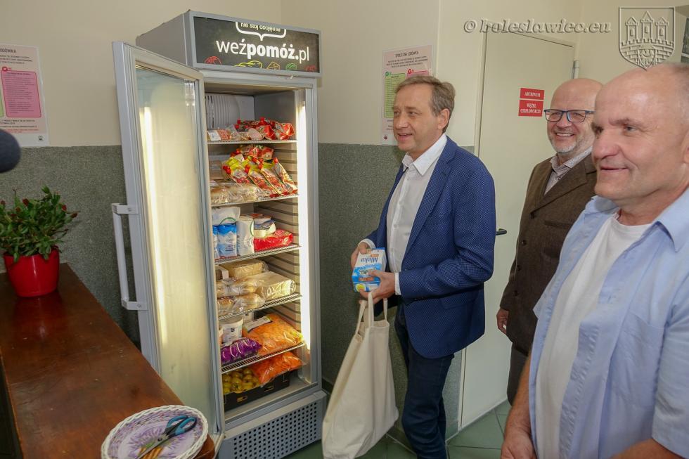 W Bolesławcu stanęła lodówka społeczna