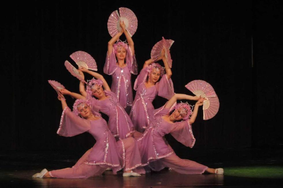 """Teatr Tańca """"Kwieciste gwiazdy"""""""