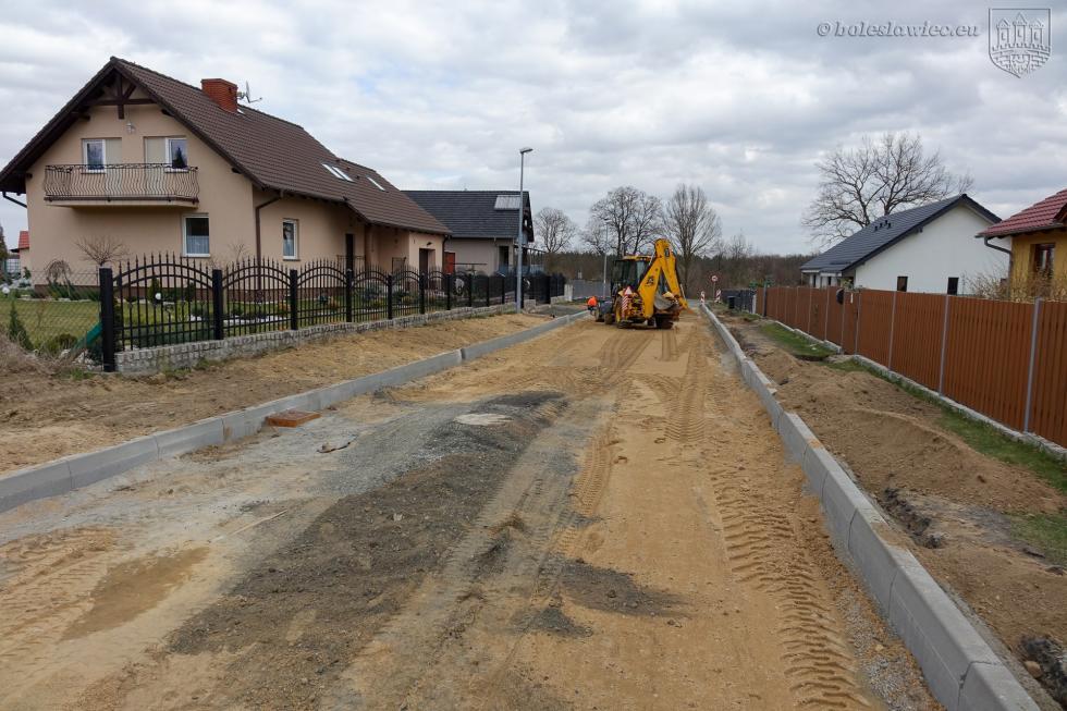 Trwają prace przy budowie dróg: ul. Bazaltowej, ul. Kamiennej, ul. Zabobrze