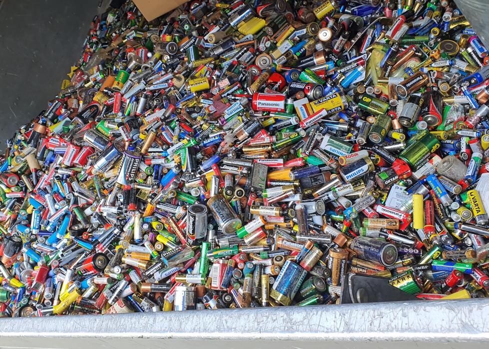 """""""Na baterie też jest sposób"""" – uczestnicy konkursu zebrali niemal 2,5 t zużytych baterii"""