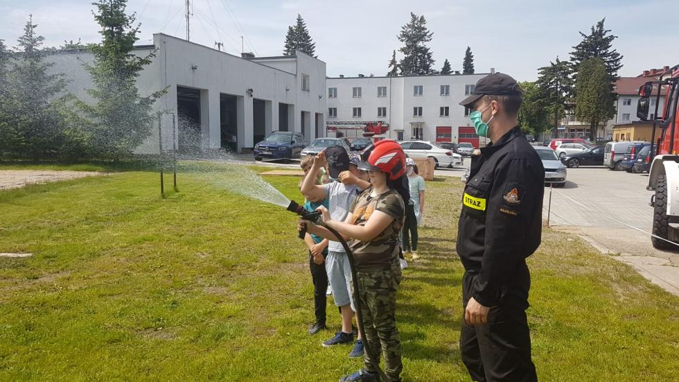 Uczniowie zGierałtowa ubolesławieckich strażaków